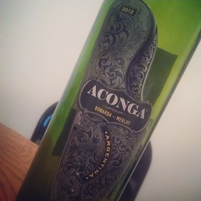 Cheap wine find!!! 2012 Aconga #Bonarda & #Merlot from Argentina. Black cherry and chocolate followed by sweet spice. Soft mouthfeel. Perfect with pasta w red sauce or even roast beef. Total cost… $3.99!!! 😀😁😀 #winning #wine #redwine