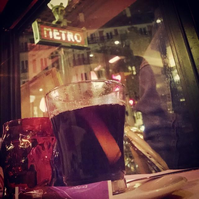 Vin Chaud #wine #nothingisimpossible #igersParis #Paris #ParisianNights (at Au Cadran Voltaire)