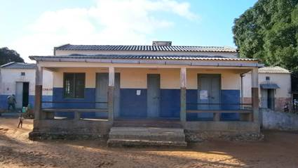 For the past few days we've been working on a really EXCITING proposal which will dramatically improve the access the health in our region. The current Mucojo Health Centre, pictured below, is supposed to serve more than 30,000 people but a  s you can see has very limited facilities. The Mozambican Health Department has asked Nema to help upgrade these facilities to become a Rural Hospital with an outreach and motorised ambulance service! We are extremely keen to help the Government with this project and are now trying to secure funding.  Fingers crossed this dream will come true!