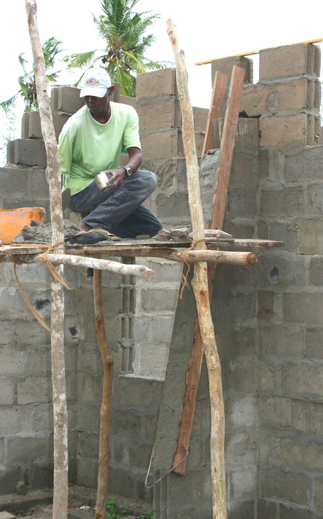 Building Guludo School.jpg