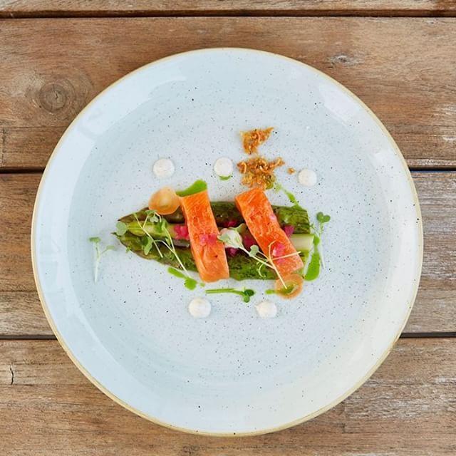 Omnomnom! 😋 Die Bilder vom SECRET DINNER   Downtown sind online! Du findest sie auf unserer Homepage, Link in der Bio! -- GRÜNE SPARGEL, BAUNE BUTTER, SAIBLING -- Zürich, 8.-10. Juni 2018 - - #secretdinner #downtown #limmatquai #zurich #switzerland #dinner #secretlocation #socialdining #finedining #food #foodie #restaurant #zurichsee #limmat #zurichcity #zürichsee #zürichcity #igerszurich #tsüri #züri #dasischzüri #foodzurich #zuricheats #swissfood #ig_zurich #visitzurich #zurich_switzerland #zürich #zhisst #zürisee