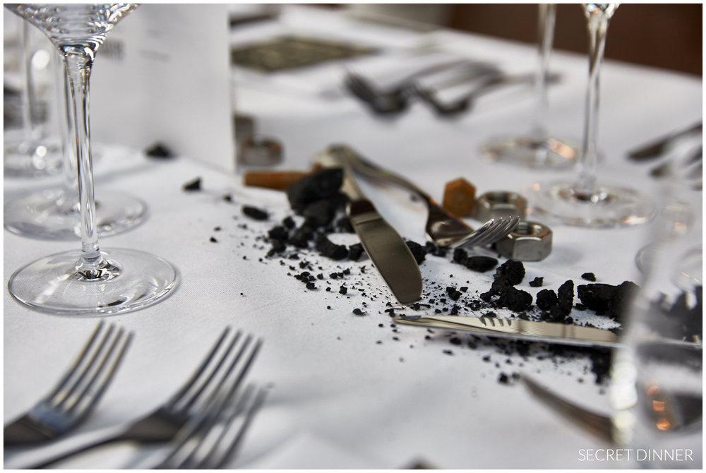 Secret Dinner Stahl und Schweiss_Rahmen und Schrift_3.jpg