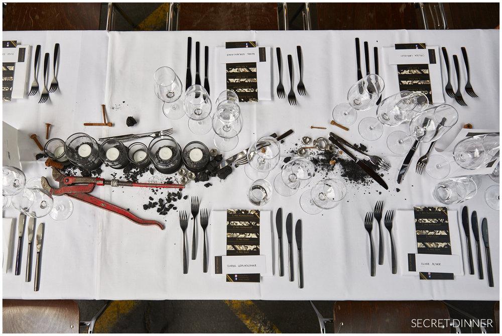 Secret Dinner Stahl und Schweiss_Rahmen und Schrift_7.jpg