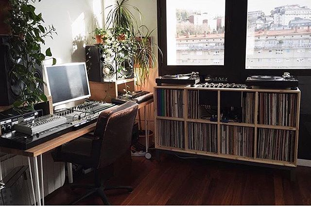 @aitor_molina's home-studio/record collection. 👌 . #FACTMusicStudios / #FACTVinylCollections