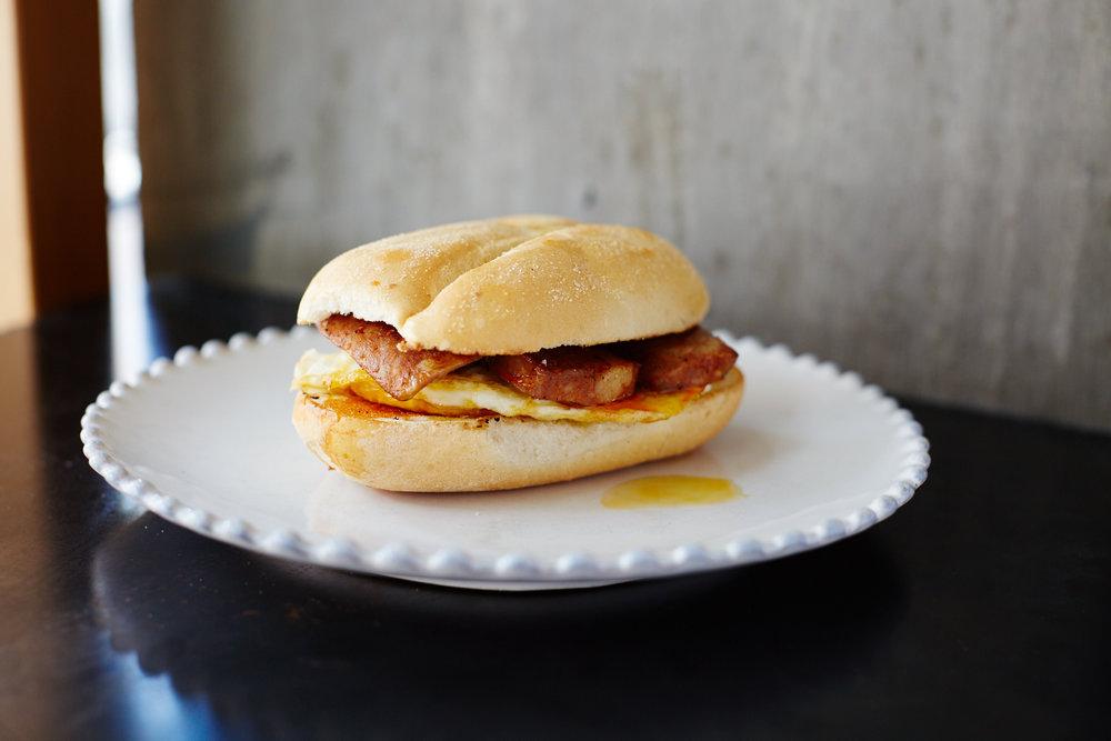 Lupulo Linguica Egg Sandwich.jpg