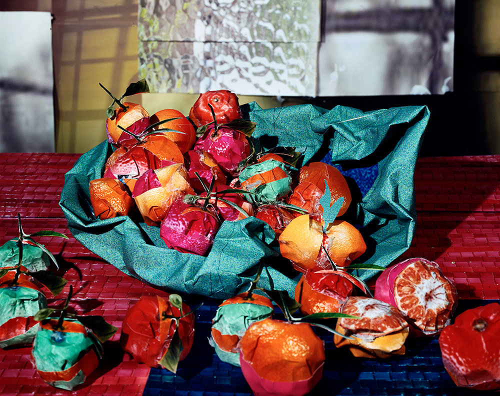 Clementines , 2011, Daniel Gordon, chromogenic print. Collection of Allison Bryant Crowell. © Daniel Gordon. Image courtesy Daniel Gordon and M+B Gallery, Los Angeles