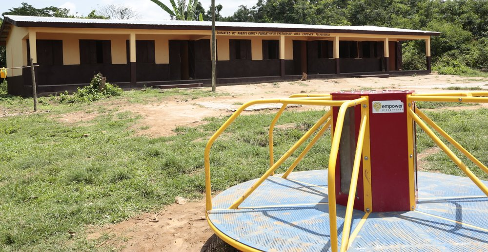 Fawotrikosie new classroom block. Completed in 2017.