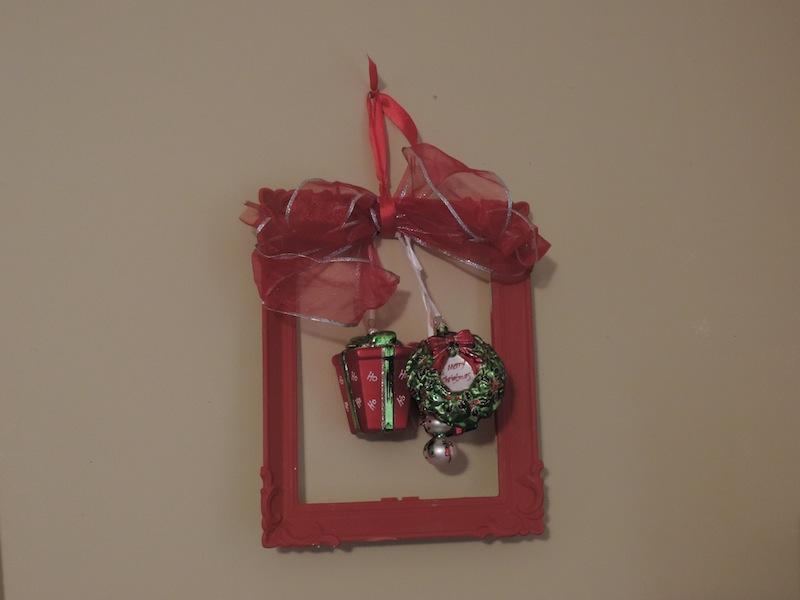 Christmas orgnament frame.JPG