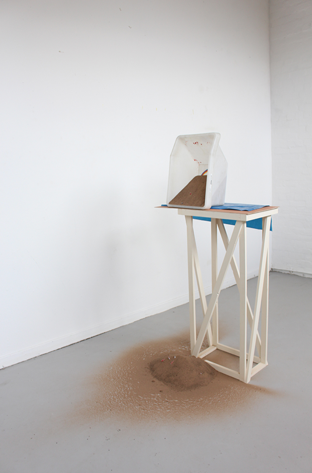 We've promised to go to Miami,  plastic box from ikea, vinyl bag, wood, sand, bottle cap of Budweiser, 2015 @DongKwang Jo