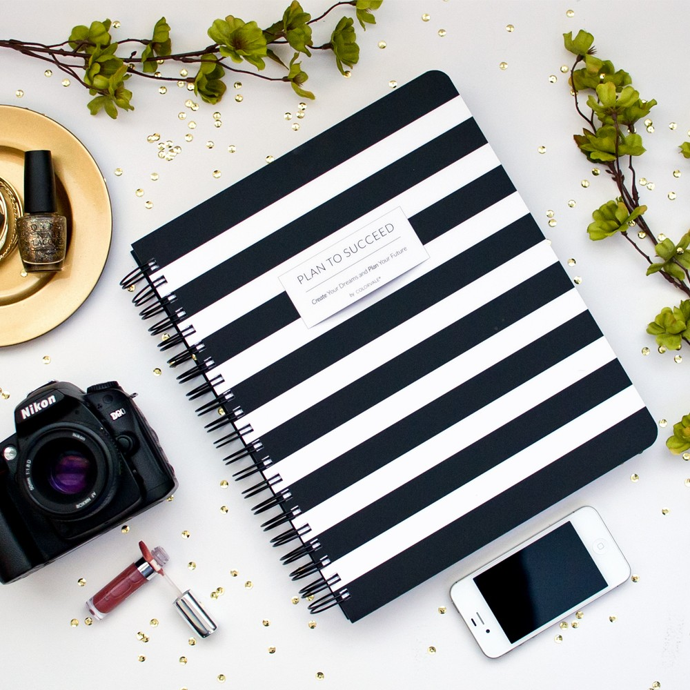 black-white-photographers-planner_1.jpg