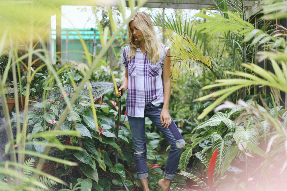 sleeveless flannel // by RAILS  destroyed denim // by Black Orchid