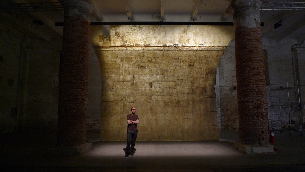 Jorge in front of The Ethics of Dust, Doge's Palace, during the Venice Biennale 2009.