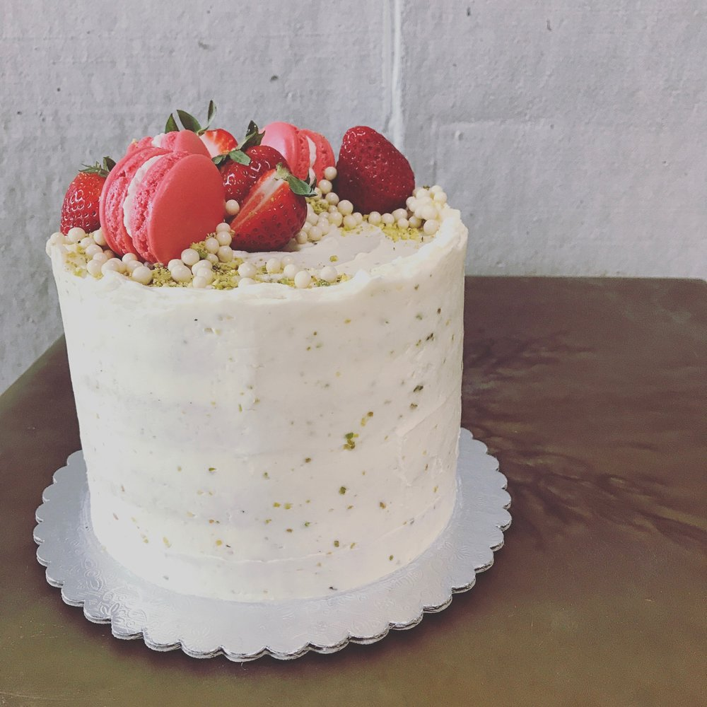 Strawberry Pistachio (strawberry, rose, pistachio)