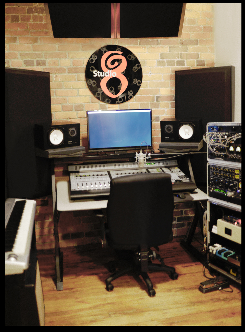 What is your favourite mic? Neumann M147 Tube What is your favourite pre amp? Universal Audio LA610 MKII What is your favourite sample library? I use KOMPLETE 10 Ultimate andlove it! My DAW of choice : Protools 11 HDX