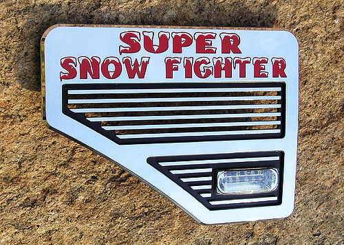 Super Snow Fighter with integrated emergency flasher