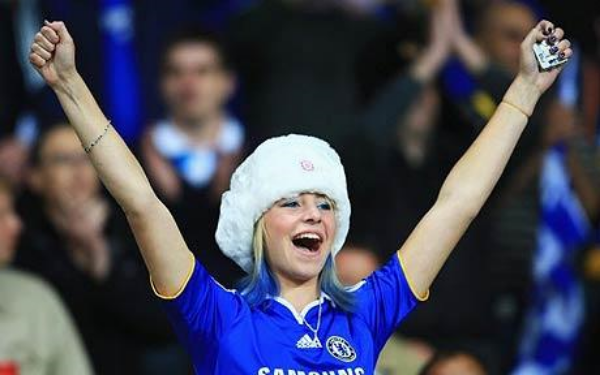Female_Chelsea_Fan_at_homegame