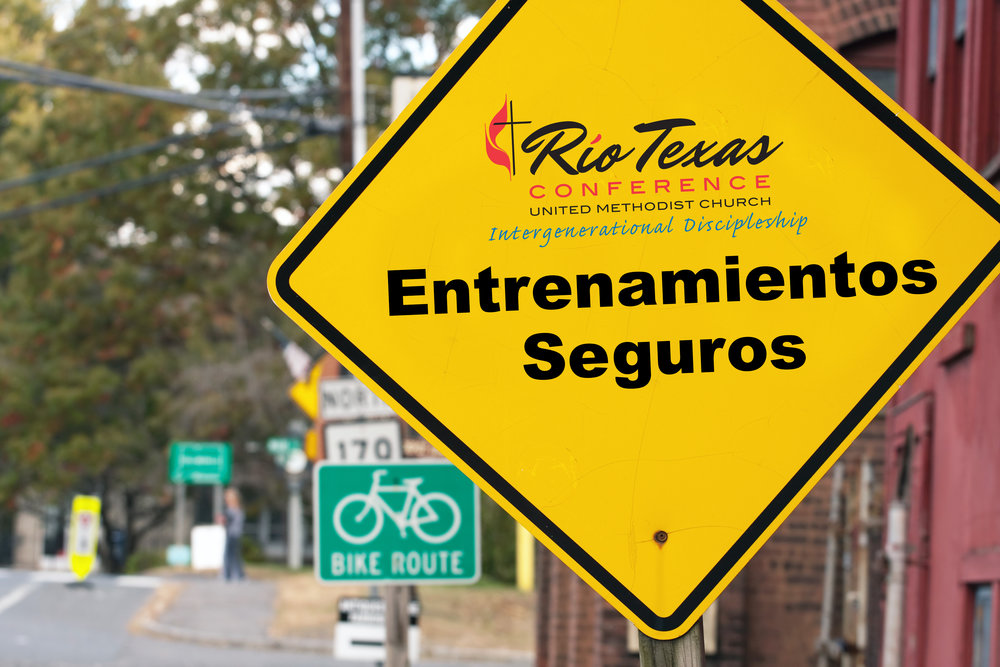 yellow-Entrenamientos-Seguros-sign.jpg
