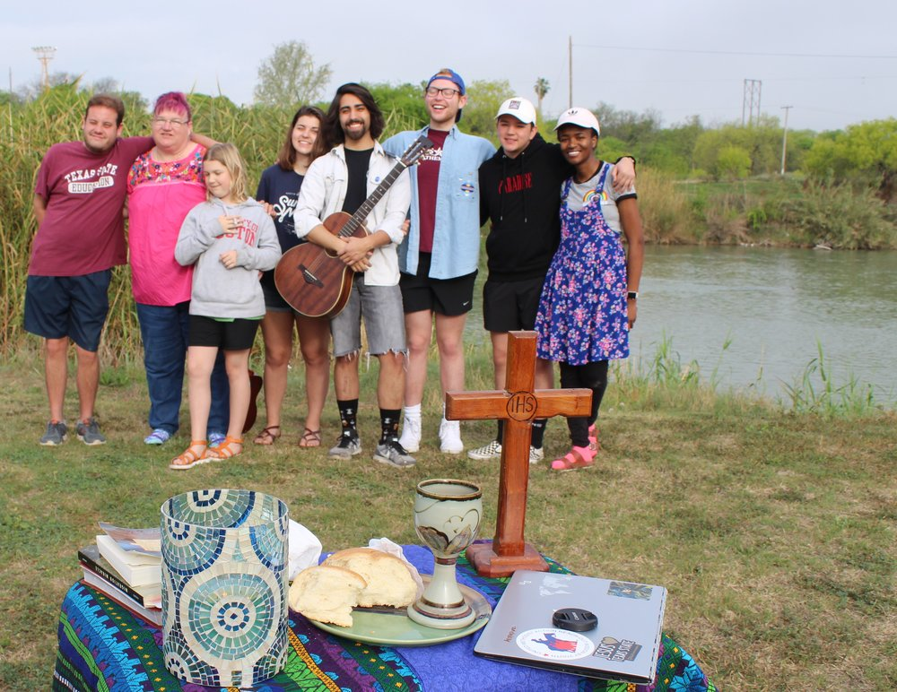 Texas State students lead worship at the Rio Grande River. Photos by Consolatrice Nzoya