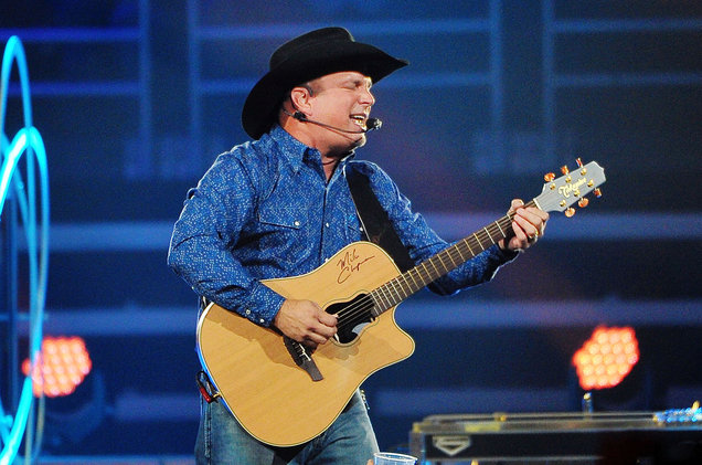 garth-brooks-09-2016-live-a-billboard-1548.jpg
