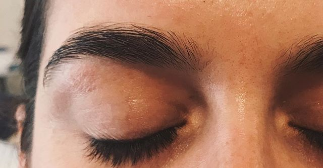 Check out these fluffy dreamboats ☁️ . . . #oloorea #olooreabeauty #olooreasig #brows #featheredbrows #naturalbrows #greenbeauty #cleanbeauty