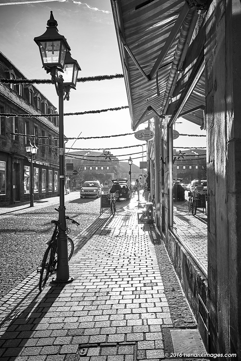 Street in the winter sun, captured by Fuji XF 23 mm f/2 WR on X-Pro 2, developed in CO Pro 10