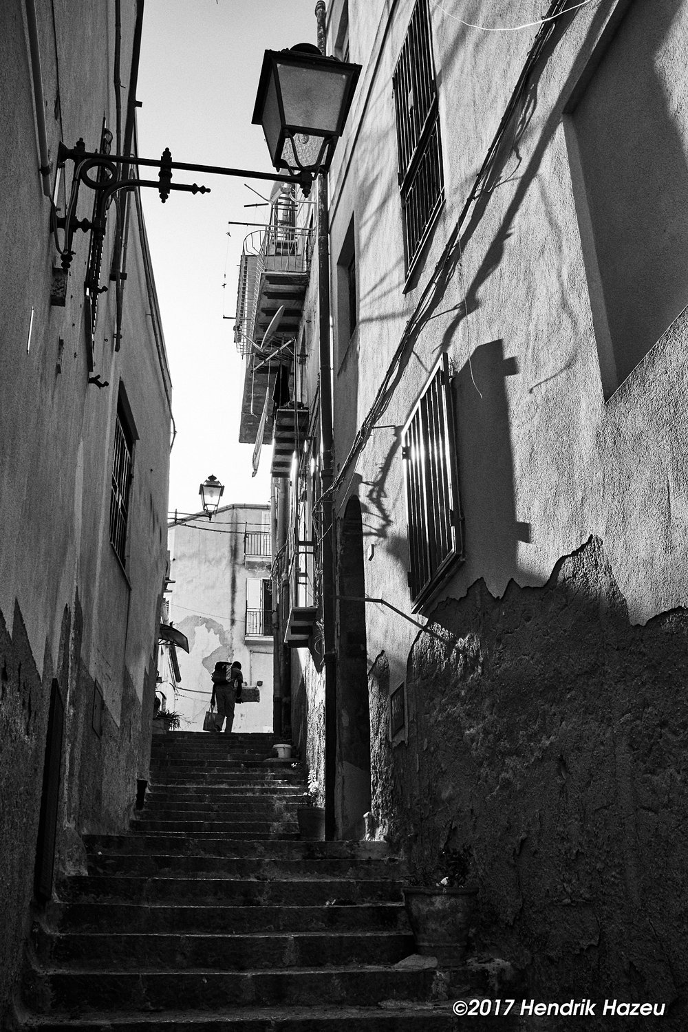 Stairway alley, Fuji X100F, 23 mm and Capture One with BW-15 (grey) style
