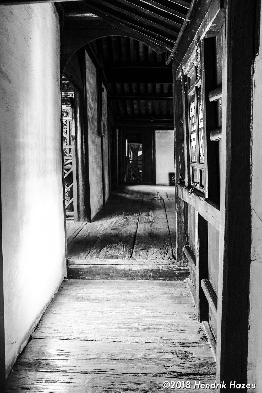 Chinese hallway, Fuji X100F, 23mm f/2 @f/2.8, 1/42sec ISO1600 developed in LR CC mobile