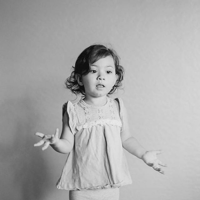 This girl! I photographed a lifestyle session a few weeks back and this toddler had me ROFL! I'm calling it now- she'll be a famous #youtuber, an actress or something where she'll be creating the funniest of vibes! You heard it here first, folks!