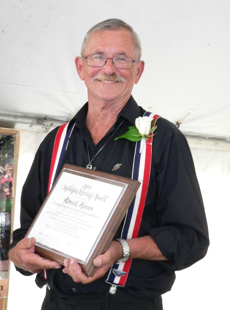 RAhrens holding award2015