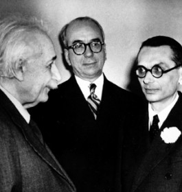 Kurt Gödel (1906-1978) Mathematician, immigrated 1940 (2nd from right) Mathematiker, eingewandert 1940 (2. von rechts) (AP Photo)