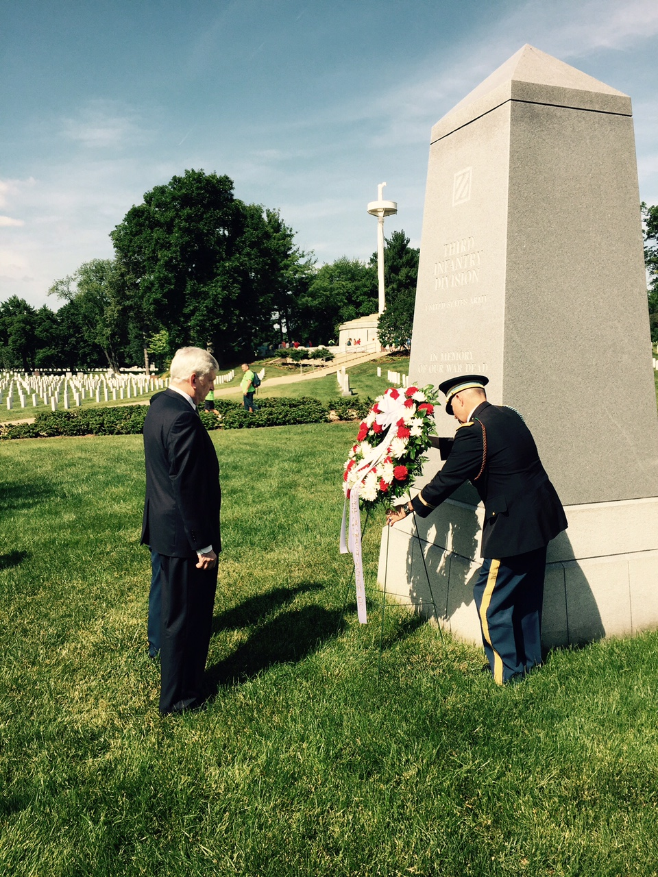 Ambassador Manz laying a wreath at the 3rd ID monument