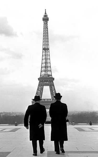 Konrad Adenauer and André François-Poncet walking towards the Eiffel Tower. Paris, France, 1951.  ©Erich Lessing