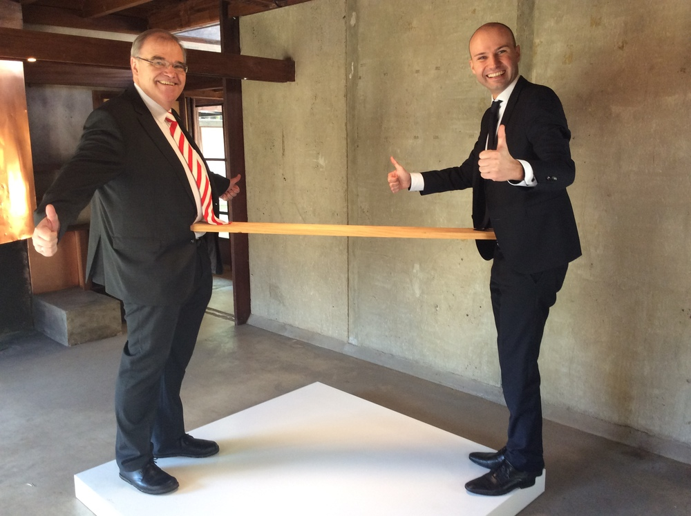"Minister Brandstetter and his Chief of Staff Alexander Pirker form a ""One Minute Sculpture"""
