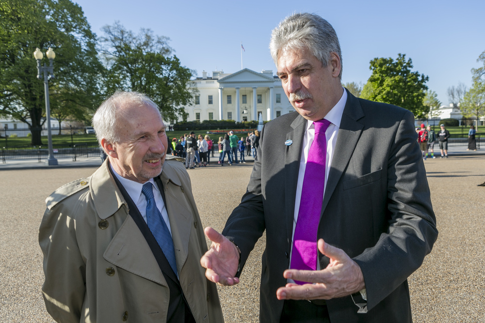 Governor Nowotny and Minister Schelling in front of the White House. Photo: BMF/Loebell
