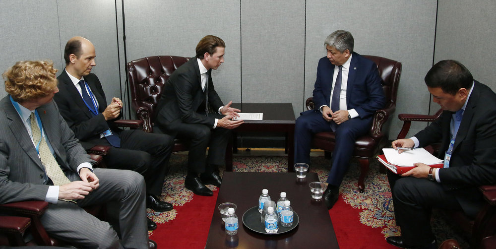 FM Kurz speaking to the foreign minister of Kyrgyzstan. Photo: Dragen Tatic