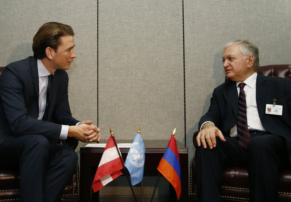 FM Kurz speaking to the foreign minister of Armenia. Photo: Dragen Tatic