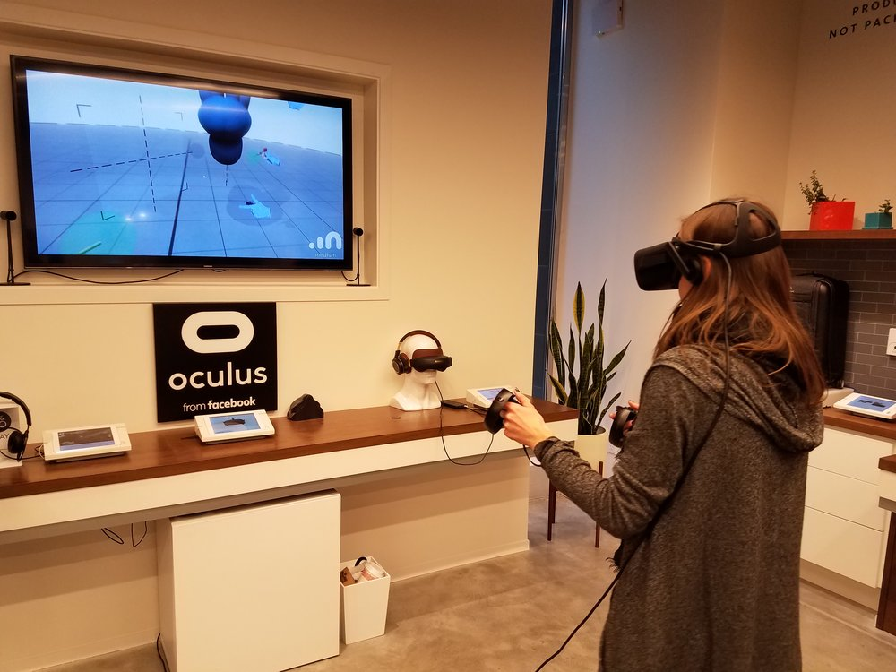 Participant tries out Oculus Rift virtual reality glasses at B8ta store in Palo Alto.  Photo: ADVANTAGE AUSTRIA