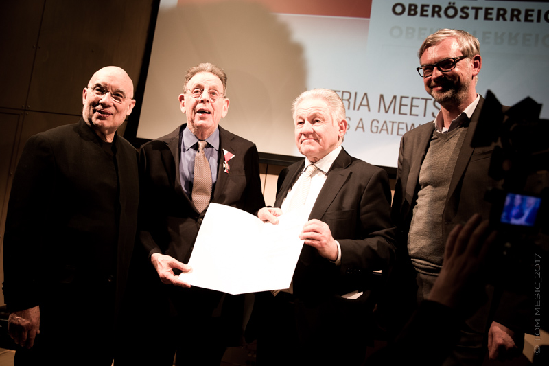 Music director Dennis Russel Davies, composer Philip Glass, Governor Josef Pühringer, Upper Austria State Minister of Economic Affairs Michael Strugl  Photo: Tom Mesic