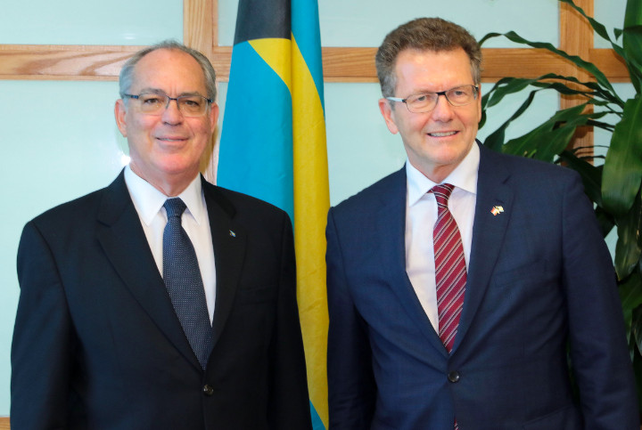 Austrian Ambassador Wolfgang Walder (right) with Brent Symonette, Bahamian Minister of Financial Services, Trade & Investment and Immigration (c) BIS Photo/Derek Smith