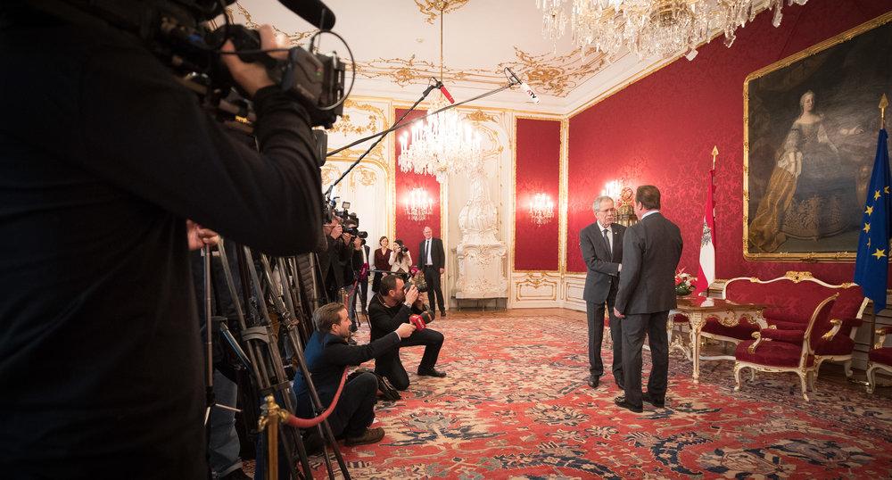 Federal President Alexander Van der Bellen meets Arnold Schwarzenegger.  Credit: Daniel Trippolt/HBF