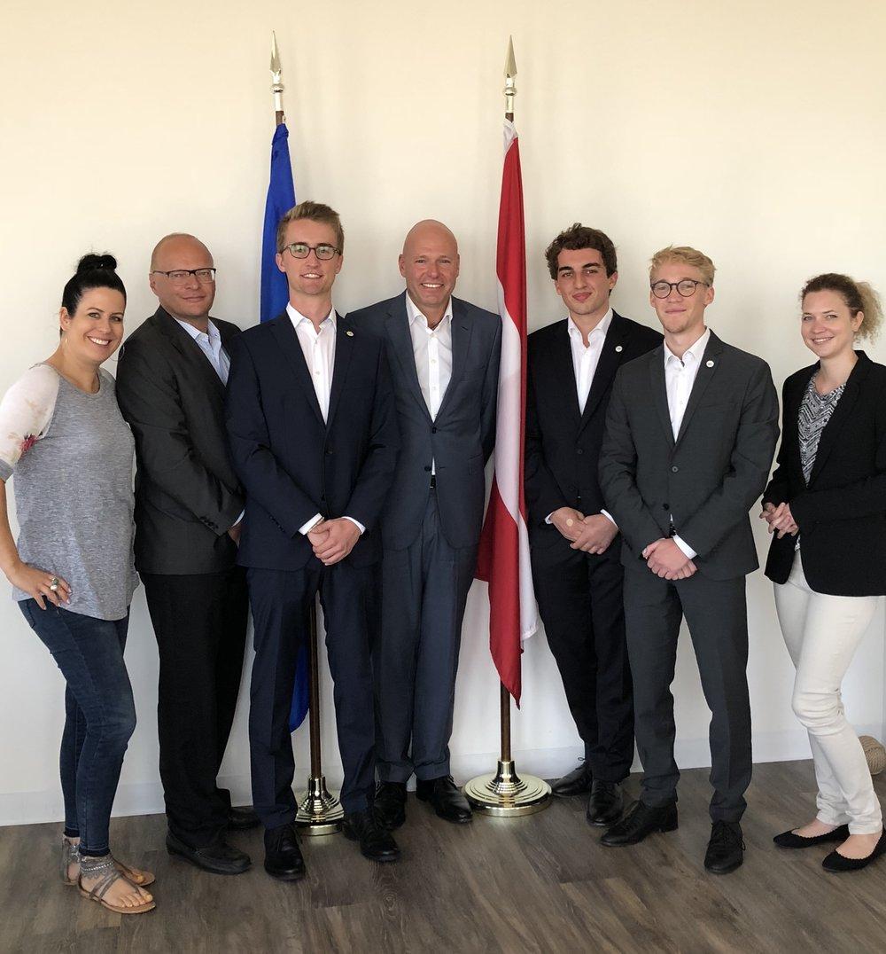 From left: Simone Bliss, Consul Josef Schwob, Fabian Lahninger, Consul General Andreas Launer, Matteo Kramer, Paul Niemand, Sonja Schneider