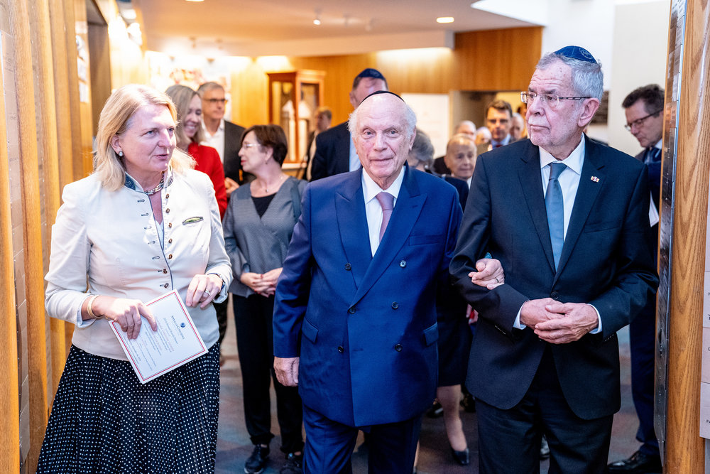 Foreign Minister Karin Kneissl with Rabbi Arthur Schneier and Federal President Alexander Van der Bellen (c) Austrian Ministry of Foreign Affairs