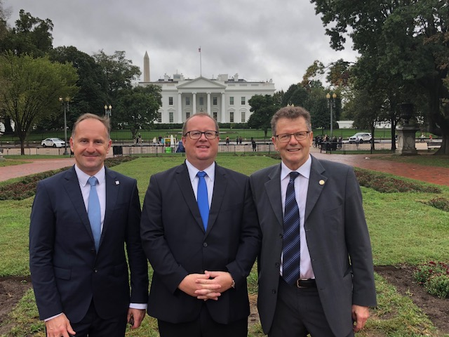 Austrian Secretary of Finance Hubert Fuchs in front of the White House accompanied by Ambassador Wolfgang Waldner (right) and Michael Wogg (left), Deputy Chief of Cabinet of the Secretary of Finance