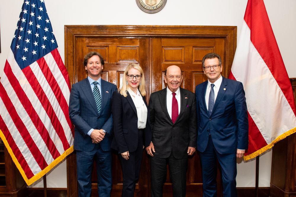 From left to right: U.S. Ambassador to Austria Trevor Traina, Federal Minister for Digital and Economic Affairs Margarete Schramböck, U.S. Secretary of Commerce Wilbur Ross, and Austrian Ambassador Wolfgang Waldner (c) Philipp Hartberger