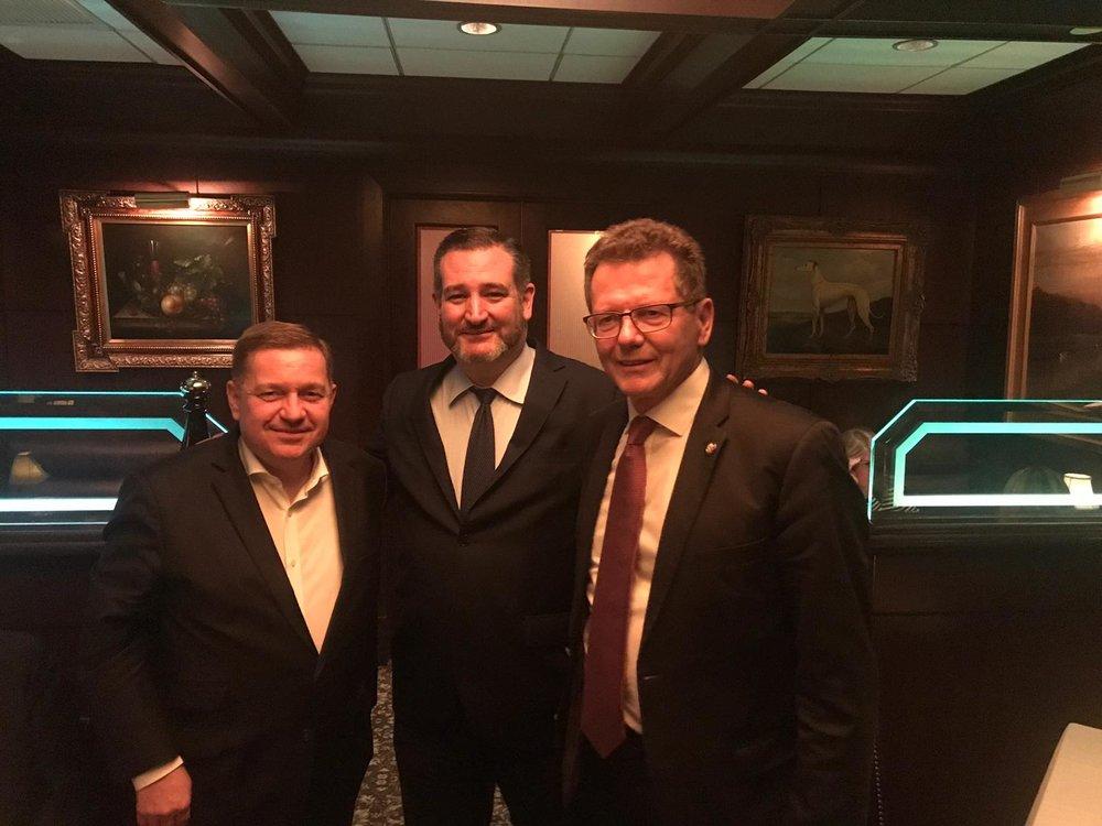 Bumping into Senator Ted Cruz (R-TX) (c) Lucas Weigerstorfer