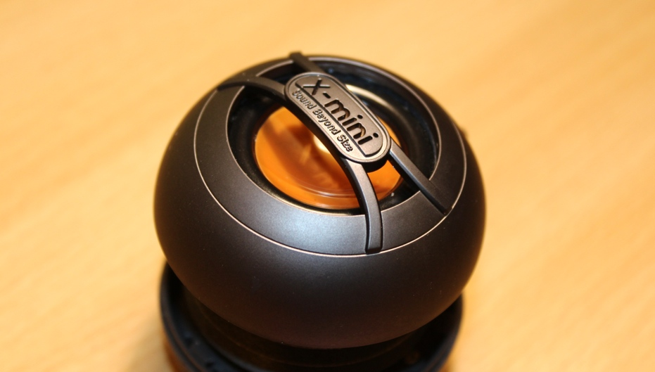X-mini UNO Capsule Speaker Close Up.jpg