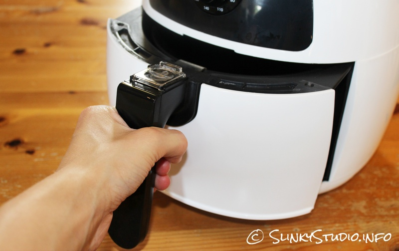 Russell Hobbs Purifry Basket Being Removed.jpg