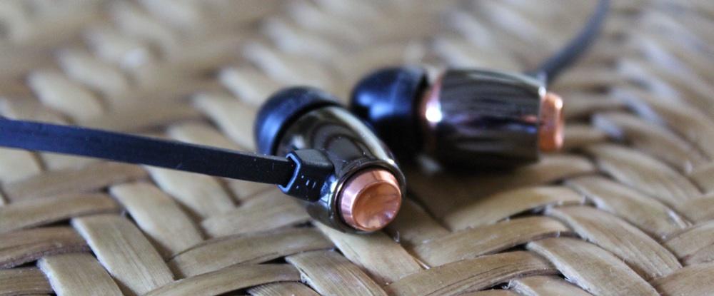 Bell'O BDH653 Earphones Behind View.jpg