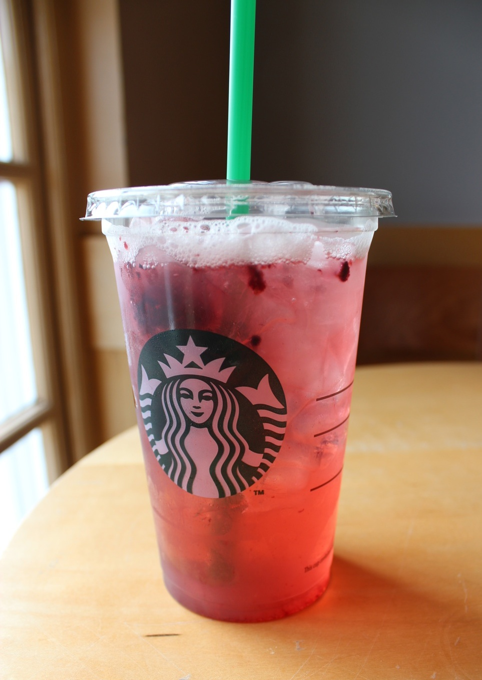 Starbucks Very Berry Hibiscus Refreshers Review Slinky