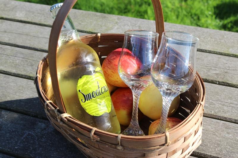 St. Ives Cider - Smeatons Sparkling Cider Basket.jpg